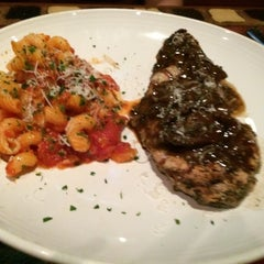 Photo taken at Carrabba's Italian Grill by Sharaz on 8/3/2014