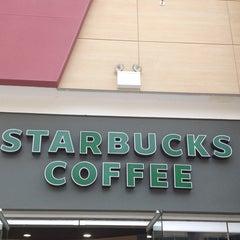 Photo taken at Starbucks by Δημήτρης Λ. on 6/5/2013