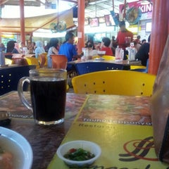 Photo taken at Restoran Singgah Selalu by Nazihah Y. on 12/16/2012