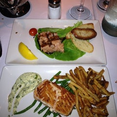 Photo taken at Le Steak Frites St-Paul by Supa N. on 10/18/2013