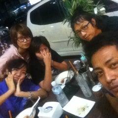 Photo taken at Ninja Ramen (นินจา ราเมง) by Plaglim K. on 1/27/2013