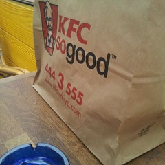 Photo taken at KFC by Frau K. on 4/18/2013
