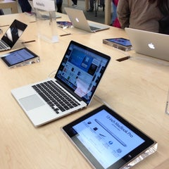 Photo taken at Apple Store, Towson Town Center by Randy C. on 12/15/2012
