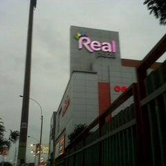 Photo taken at Real Plaza by Daniel E. on 9/16/2012