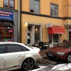 Photo taken at Reggev Hummus by Uri Nilson M. on 1/11/2014