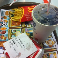Photo taken at McDonald's by wilkessia a. on 10/31/2012