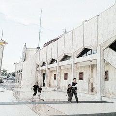 Photo taken at Masjid Raya Sabilal Muhtadin by Indra W. on 6/12/2013