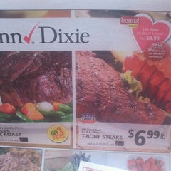 Photo taken at Winn-Dixie by Joshua C. on 2/13/2013