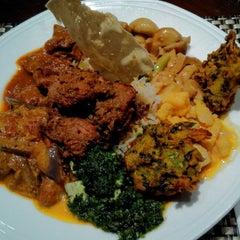 Photo taken at Jashan Celebrating Indian Cuisine by Huan L. on 2/27/2015