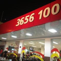 Photo taken at Splash Pizza by Mônica M. on 11/4/2012