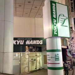 Photo taken at 東急ハンズ 渋谷店 (Tokyu Hands Shibuya Store) by KURO k. on 10/13/2012