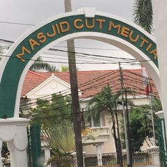 Photo taken at Masjid Cut Meutia by  Rully A. on 2/17/2015