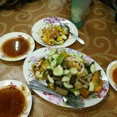 Photo taken at D'Cherang Restoran by Amirul H. on 7/3/2015