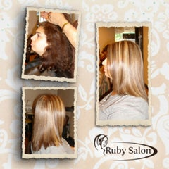 Das Foto wurde bei Ruby Salon von Ruby Salon am 12/13/2013 aufgenommen