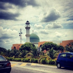 Photo taken at Masjid Al-Ansar, Changkat Lada by aMie's a. on 8/9/2013