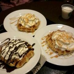 Photo taken at Starbucks Coffee by Neeyatoi on 10/22/2012