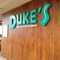 Photo taken at Duke's Waikiki by Debbie C. on 9/12/2013