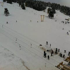 Photo taken at Alkoçlar Otel by Neslihan Coşkun on 12/21/2012