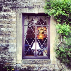 Photo taken at Stow-on-the-Wold by Leandro D. on 4/16/2014