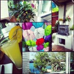 5/25/2013 tarihinde Gamze T.ziyaretçi tarafından Savor Cafe'de çekilen fotoğraf