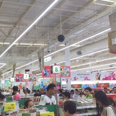 Photo taken at Tesco Lotus (เทสโก้ โลตัส) by Nink S. on 8/2/2015