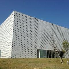 Photo taken at 金沢海みらい図書館 by Kei on 5/18/2013