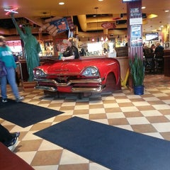Photo taken at Red Robin Gourmet Burgers by Kenny T. on 5/5/2013