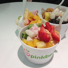 Photo taken at Pinkberry by Rustam K. on 11/15/2012