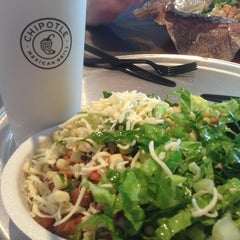 Photo taken at Chipotle Mexican Grill by Reggie J. on 6/6/2013