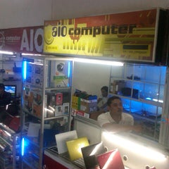 Photo taken at Pusat Kulakan Handphone & Komputer by Aria B. on 9/24/2012