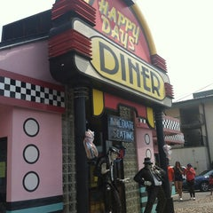 Photo taken at Happy Days Diner by Candy F. on 9/2/2013