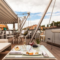 Photo taken at Hi-Res Restaurant & Terrace Lounge by Groupe Valadier on 5/21/2014