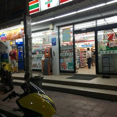 Photo taken at 7-Eleven (เซเว่น อีเลฟเว่น) by Andre W. on 4/17/2016