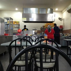 Photo taken at Restoran Al-Shafar Corner by نظر شه ع. on 2/14/2013