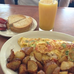 Photo taken at Maple Leaf Pancake House by Denise on 9/28/2012