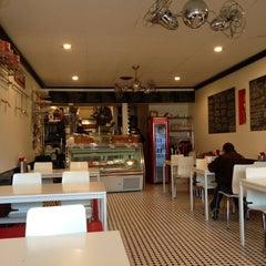 Das Foto wurde bei Marie's Italian Specialties von Elise J. am 11/23/2012 aufgenommen