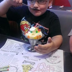 Photo taken at Friendly's by Lauri L. on 10/4/2014