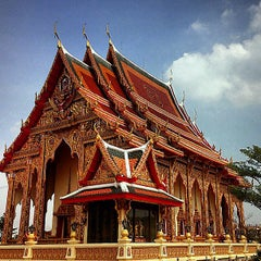 Photo taken at วัดหลวงพ่อโอภาสี (สวนอาศรมบางมด) Wat Luang Por Opasee by Oat K. on 12/15/2012