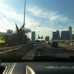 Photo taken at ทางออกเพลินจิตฝั่งเหนือ ต.1-01 (North Ploenchit Exit) by KissCaT C. on 12/21/2012