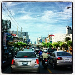 Photo taken at แยกรัชโยธิน (Ratchayothin Intersection) by Chanawat P. on 10/5/2012