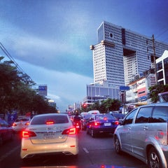 Photo taken at แยกรัชโยธิน (Ratchayothin Intersection) by Chanawat P. on 8/10/2013