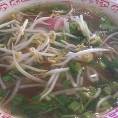 Photo taken at Pho Hoa by Melissa H. on 9/29/2012