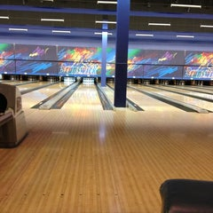 Photo taken at Brunswick Zone XL - Brooklyn Park by Matt C. on 11/14/2012