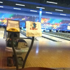 Photo taken at Brunswick Zone XL - Brooklyn Park by Matt C. on 10/3/2012