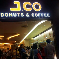 Photo taken at J.CO Donuts & Coffee by Nicole H. on 10/11/2012