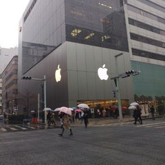 Photo taken at Apple Store 銀座 by Ming-i P. on 12/15/2012