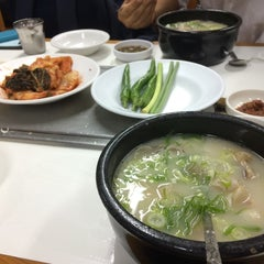 Photo taken at 이남장 by Changwon L. on 9/12/2014