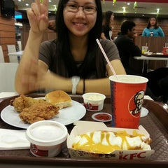 Photo taken at KFC by Lythicia G. on 7/28/2014