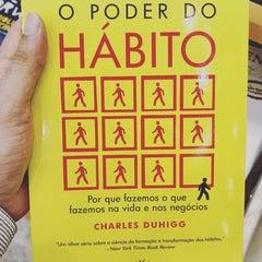 Photo taken at Livraria Saraiva by Maurício J. on 3/2/2016