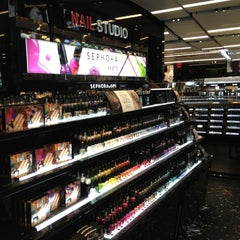 Photo taken at Sephora by Dulce Helena Melchiori N. on 1/18/2013
